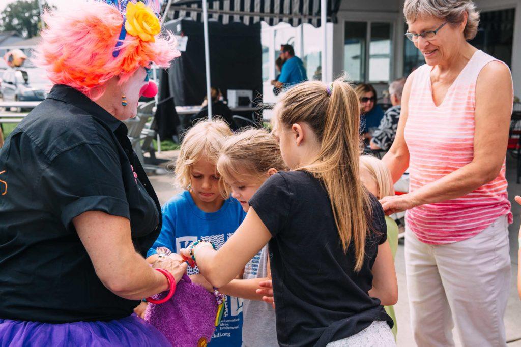 clown and children